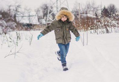 Jak ubierać dziecko do szkoły w zimne dni?